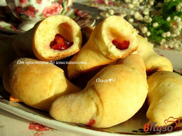 фото рецепта: Творожные рогалики со сливами
