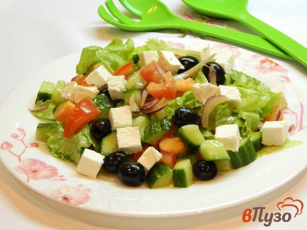 фото рецепта: Салат из овощей с фетой и маслинами