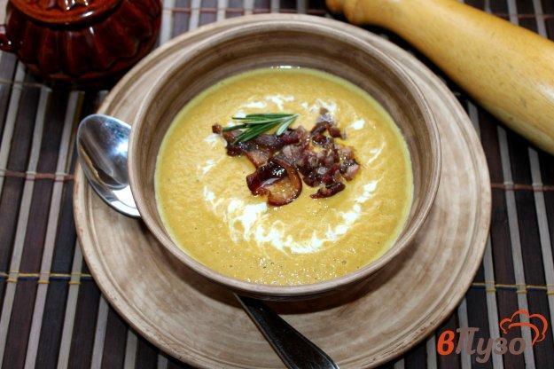 фото рецепта: Крем - суп из шампиньонов, овощей и тыквы с копченым беконом