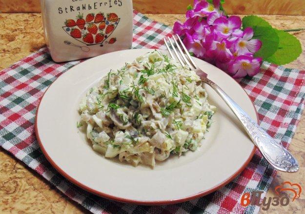 фото рецепта: Салат из отварной индейки с грибами