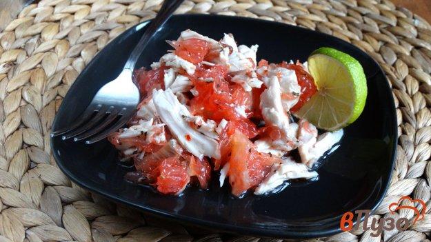 фото рецепта: Салат с грейпфрутом и курицей по-тайски