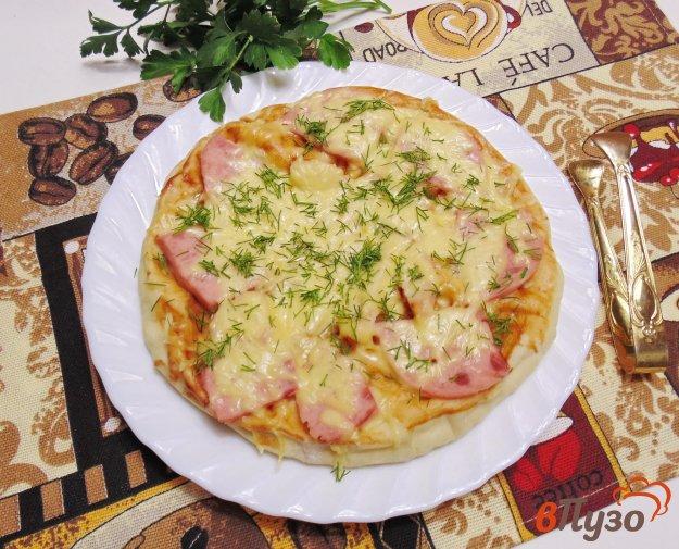 фото рецепта: Пицца с ветчиной и куриной грудкой