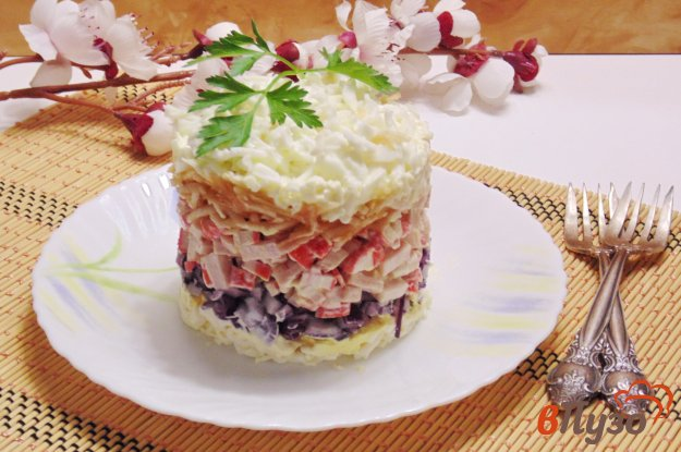 фото рецепта: Салат с крабовыми палочками и ветчиной