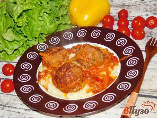 фото рецепта: Тефтели с овощами в томатном соусе