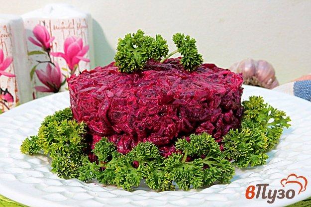 фото рецепта: Свекольный салат с чесноком