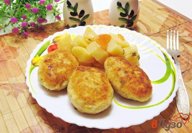 фото рецепта: Котлеты с плавленым сыром и зеленым луком