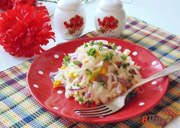 фото рецепта: Салат с квашеной капустой и яблоком