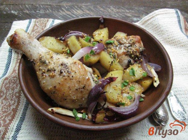 фото рецепта: Запеченные куриные ножки с картофелем под соусом