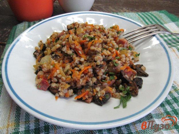 фото рецепта: Гречка с грибами ветчиной и овощами