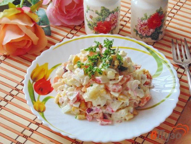 фото рецепта: Салат из крабовых палочек с картофелем и морковью
