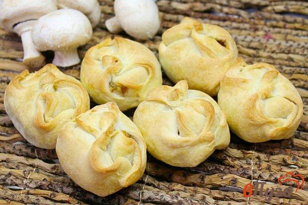 фото рецепта: Слойки с шампиньонами и картофельным пюре