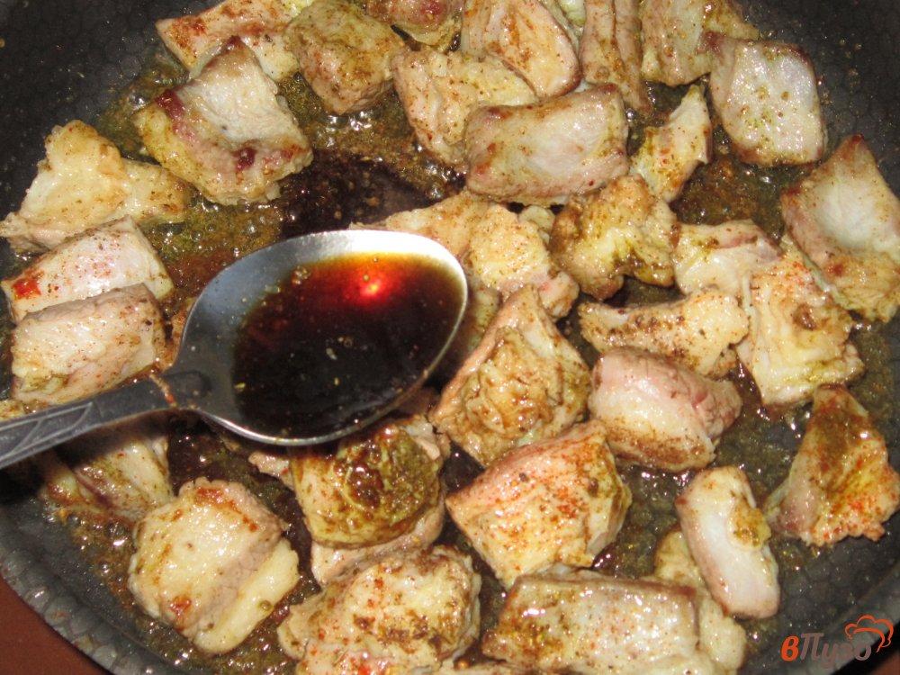 Фото приготовление рецепта: Рагу из говядины с картофелем и помидорами шаг №4