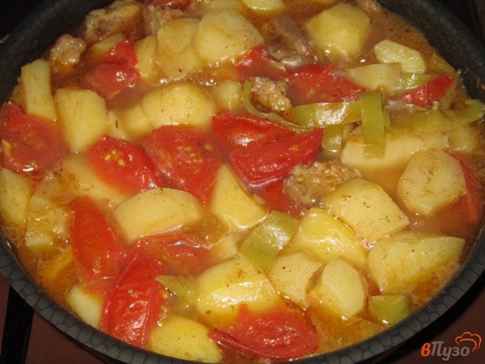 Фото приготовление рецепта: Рагу из говядины с картофелем и помидорами шаг №8