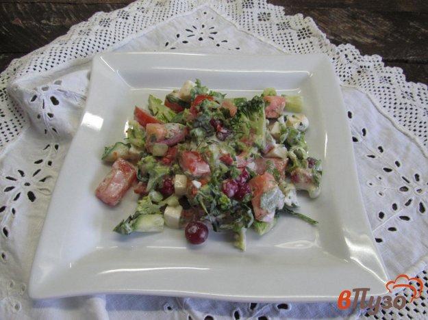 фото рецепта: Овощной салат с клюквой и брынзой