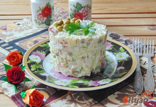 фото рецепта: Салат с крабовыми палочками и яблоком
