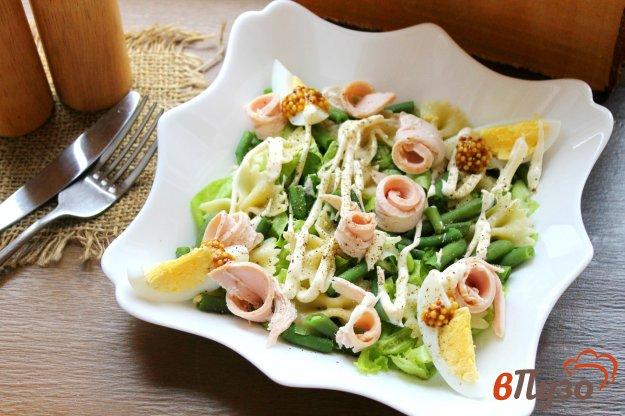 фото рецепта: Салат с фарфалле яйцом и копченой куриной грудкой