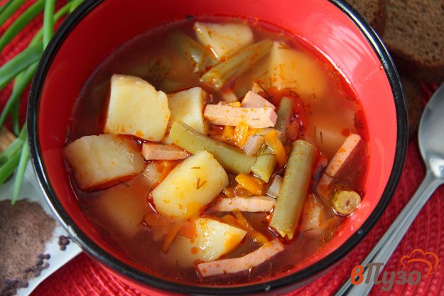 фото рецепта: Суп с зеленой фасолью и колбасой в мультиварке