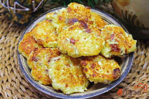 фото рецепта: Сырники на желтках с арахисом и фиником