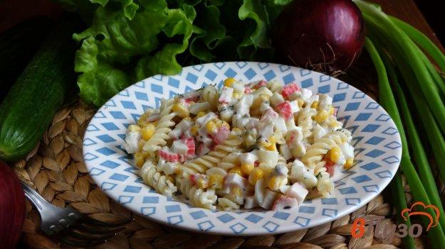 фото рецепта: Салат из крабовых палочек с макаронами