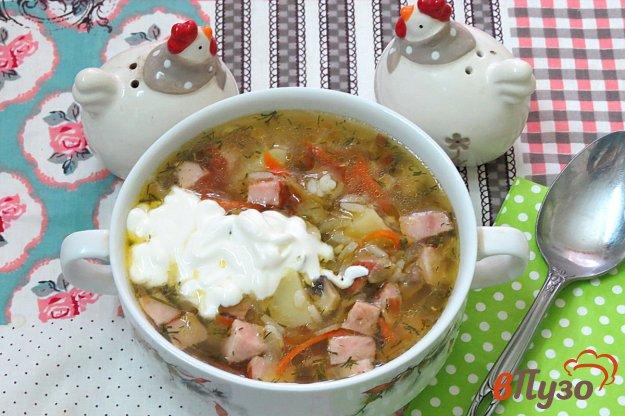 фото рецепта: Рассольник с рисом, грибами и копчёной колбасой