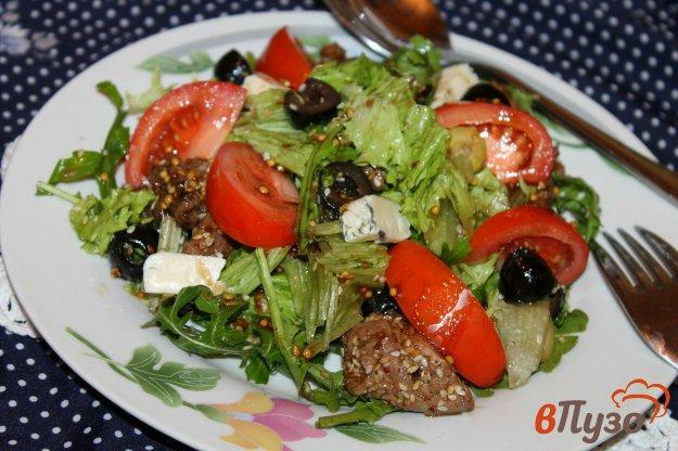фото рецепта: Зеленый салат с сыром, помидорами и грудкой