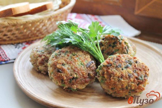 фото рецепта: Свиные котлеты со шпинатом и зеленью