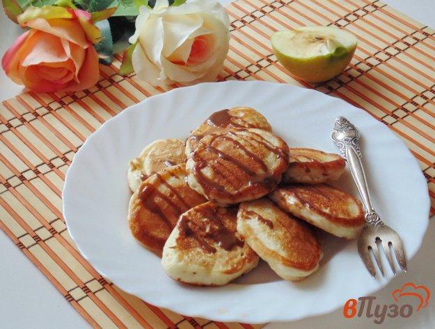фото рецепта: Оладьи на йогурте с яблоками