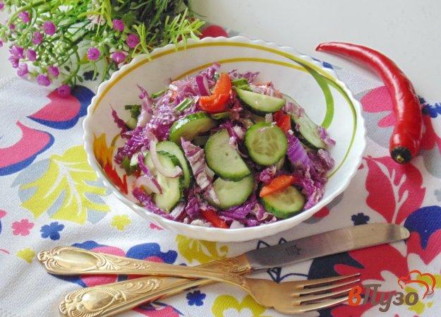 фото рецепта: Салат с пекинской капустой, огурцами и красным перцем