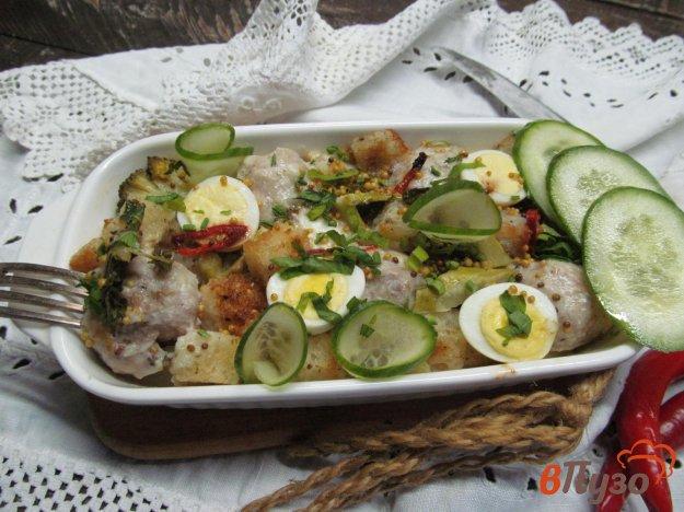 фото рецепта: Запеченные фрикадельки с брокколи и сухариками