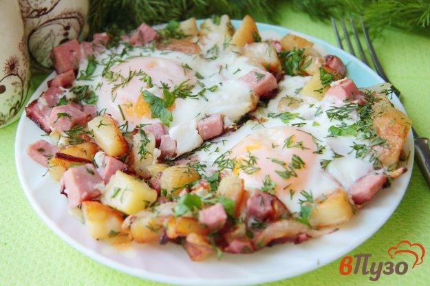 фото рецепта: Яичница с картофелем и колбасой