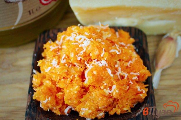 фото рецепта: Морковный салат с чесноком и сыром