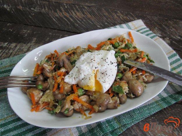 фото рецепта: Грибное рагу с яйцом пашот