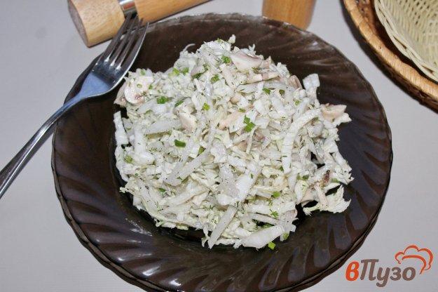 фото рецепта: Салат из пекинской капусты с шампиньонами и дайконом