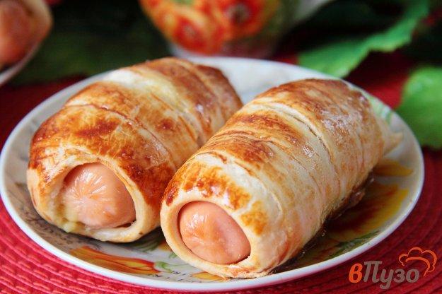 фото рецепта: Сосиски в слоеном тесте с сыром