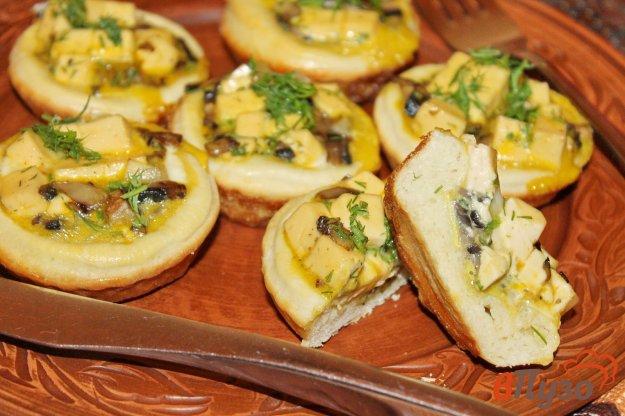 фото рецепта: Корзинки с яйцом, сыром и грибами
