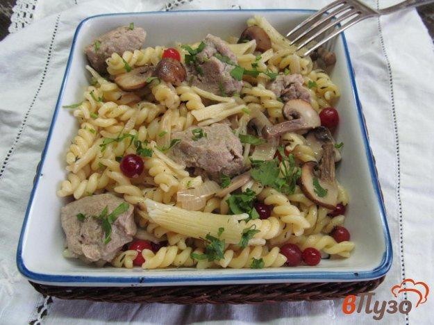 фото рецепта: Паста с грибами и клецками из куриной печени