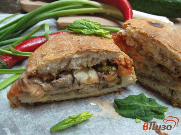 фото рецепта: Горячий бутерброд в булочке