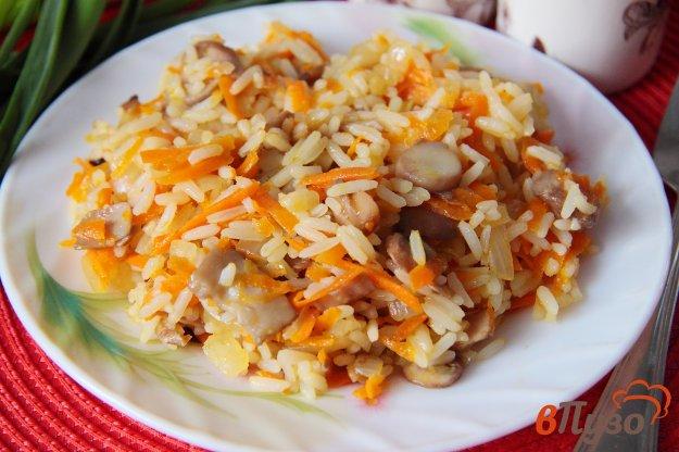 фото рецепта: Рис с грибами на сковороде