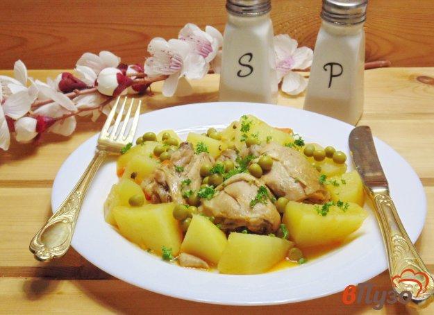 фото рецепта: Жаркое из курицы с картофелем и зеленым горошком