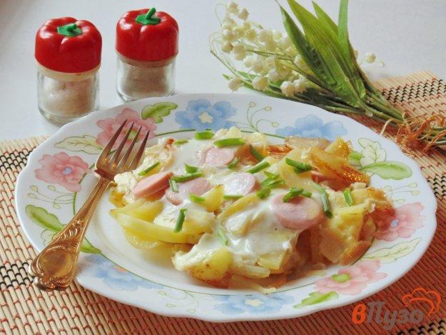 фото рецепта: Жареный картофель с яйцами и сосисками