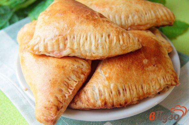 фото рецепта: Слойки с колбасой и сыром