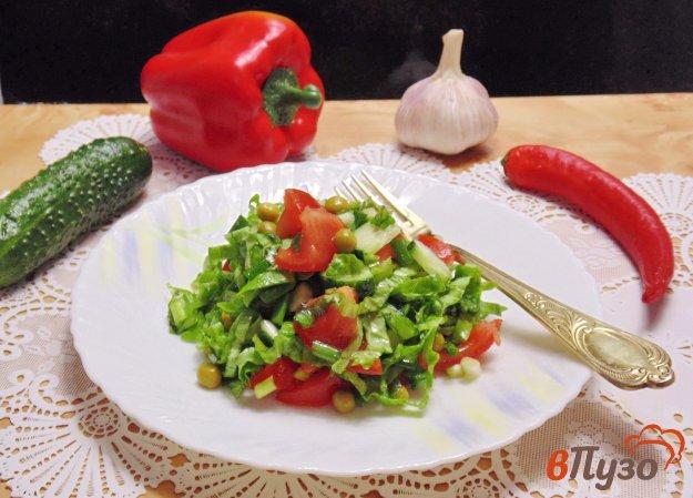 фото рецепта: Салат из помидоров, огурцов и салатных листьев