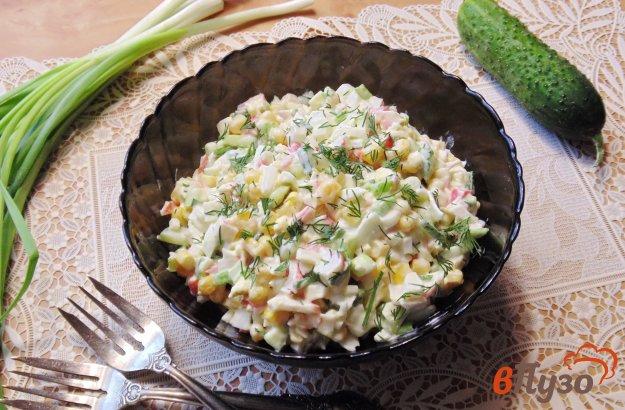 фото рецепта: Салат из крабовых палочек и огурцов