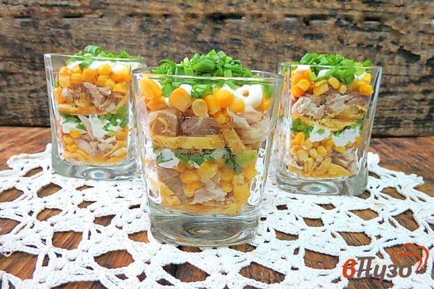 фото рецепта: Салат с яичными блинами и кукурузой