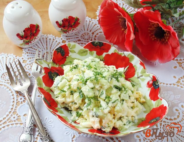 фото рецепта: Салат из свежих огурцов, яиц и сыра