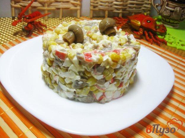 фото рецепта: Крабовый салат с кукурузой
