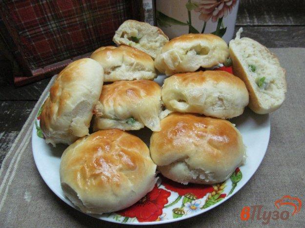 фото рецепта: Булочки с начинкой из сыра моцарелла и горошком