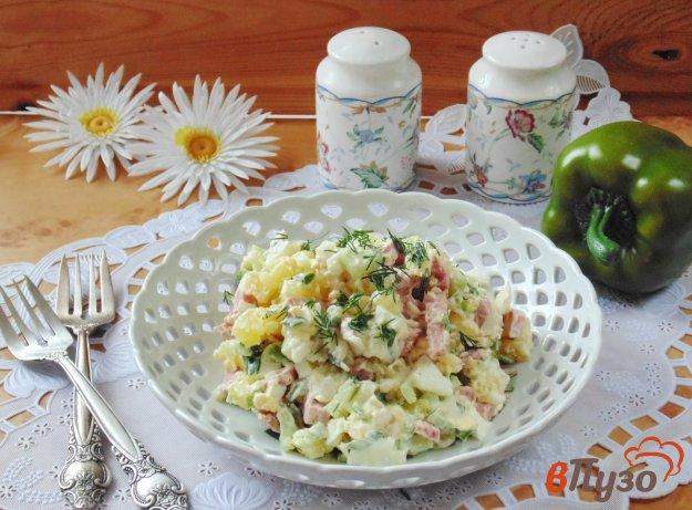 фото рецепта: Салат из свежих огурцов с копченой колбасой