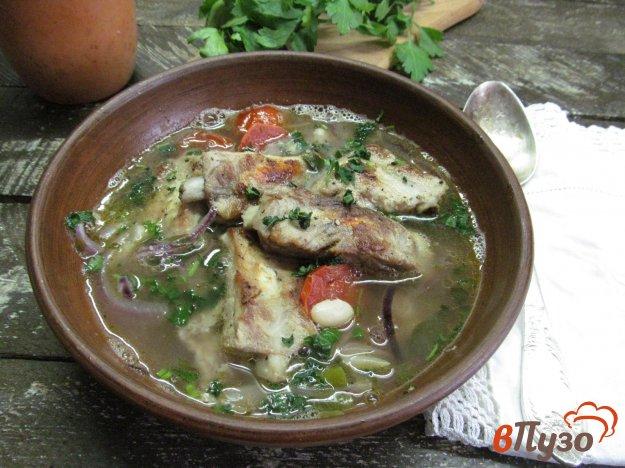 фото рецепта: Густой суп на ребрах с фасолью и помидором