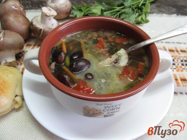 фото рецепта: Фасолевый суп с помидором и грибами
